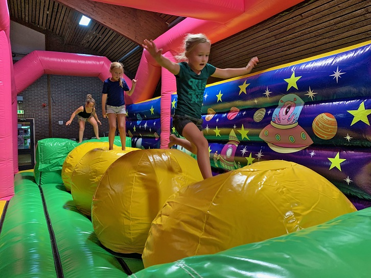 Jump Factory Inflatable Parks: Indoor Opblaaspark - Mega Balls