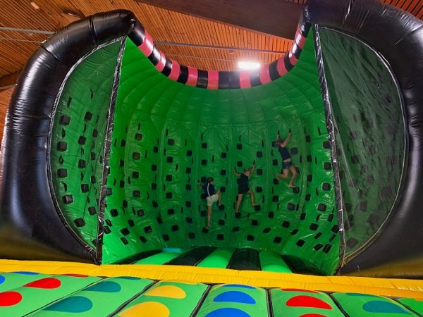 Jump Factory Inflatable Parks: Inflatable indoor park - Klimwand